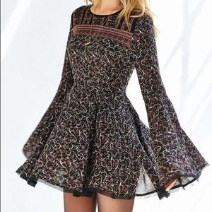 ECOTE Sascha Bell Sleeve Dress